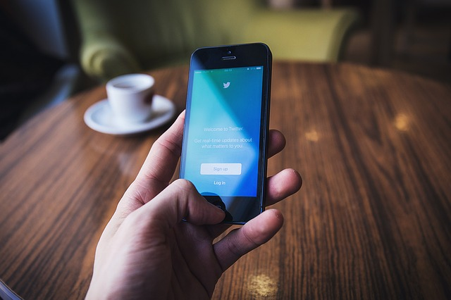 twitter on cellphone