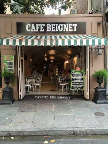 new orleans cafe beignet and cafe au lait french quarter