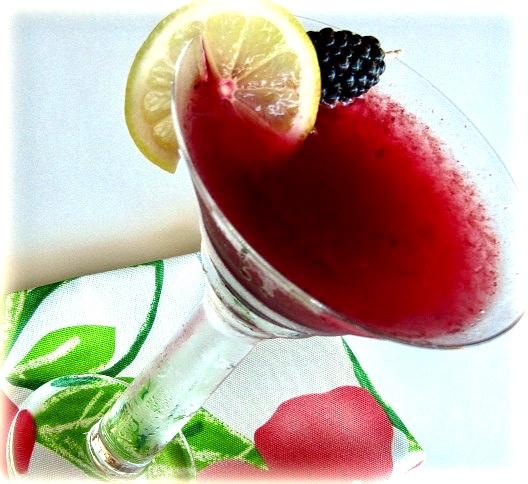 Blackberry Lemonade Martini | ShesCookon.com