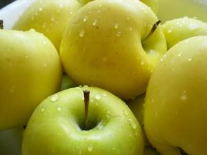 Five Spice Apple pie, Apples