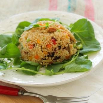 Quick Quinoa Edamame and Pepper Salad #eatclean