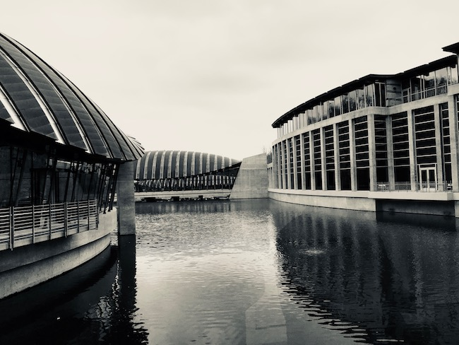 crystal bridges museum of american art b/w