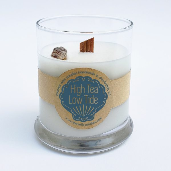 Scented Candle - Black Currant Tea, White Tea with a Light, Floral Mix