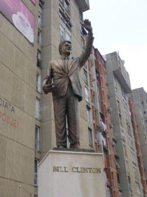 Bill Clinton Statue, Prishtina