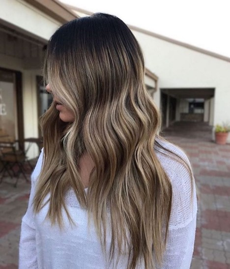 Long Wavy Balayage Hair Color Idea