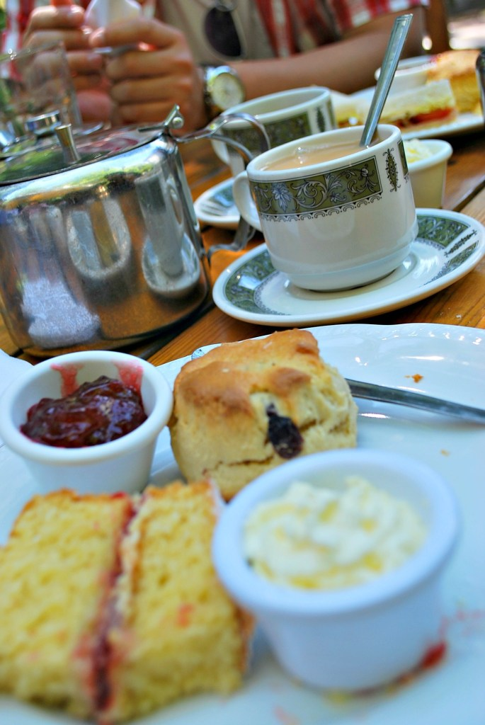 240711 4247 Tea at the Anne Hathaway's Cottage Cafe
