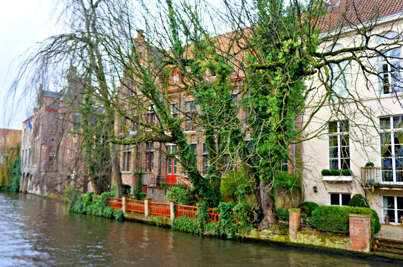 2849 161212 Walking Around Bruges and its Canals