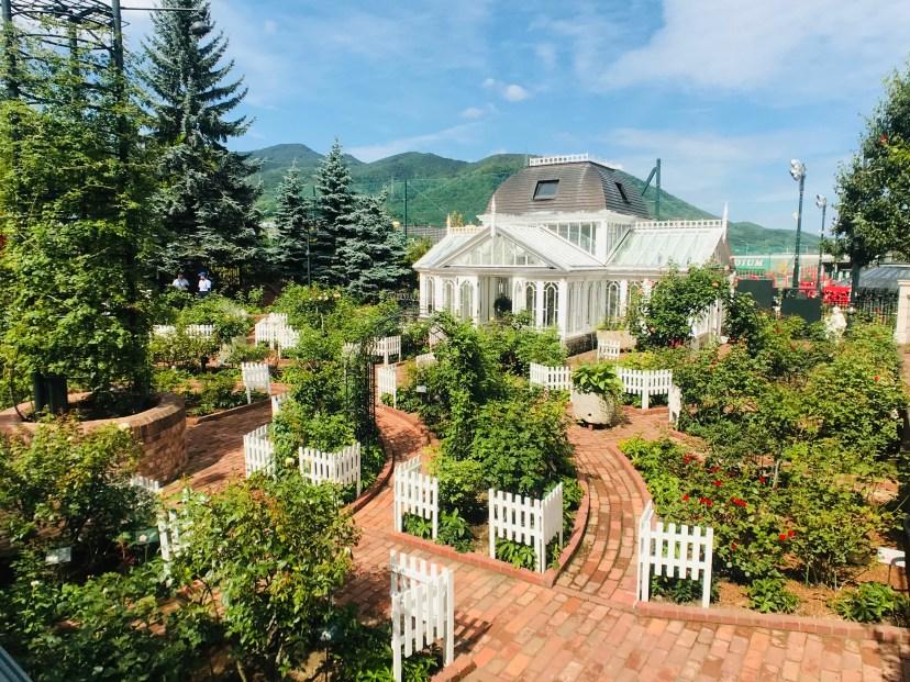 Shiroi Koibito Park's Rose Garden