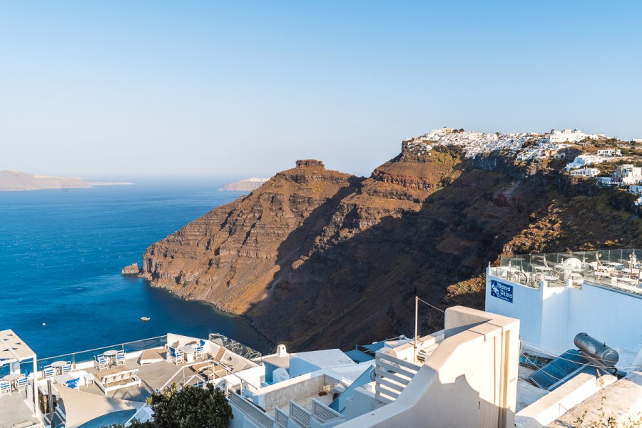 The hiking roads from Fira to Oia in Santorini