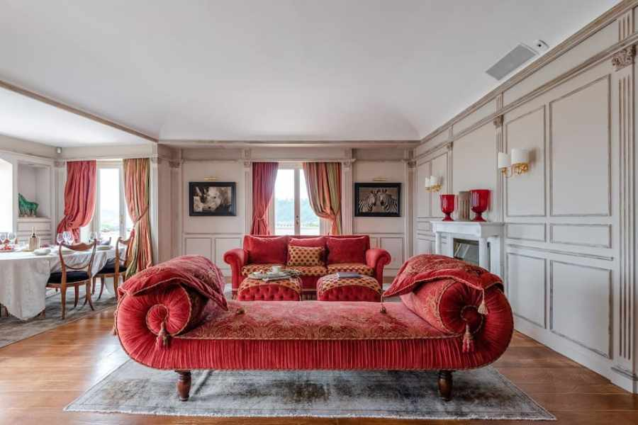 Admire the Sumptuous Style at an Elegant Riverside Penthouse