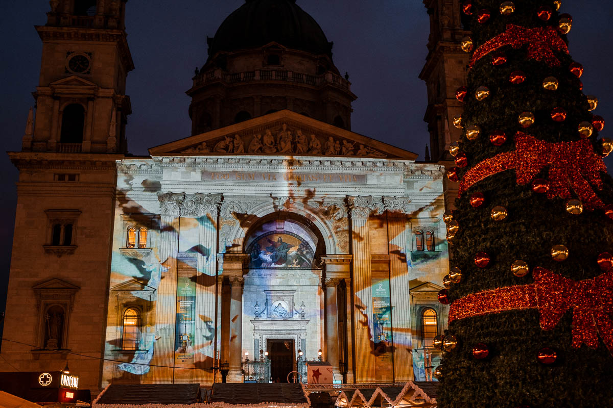 3D lightshow on St. Stephen's Basilica at Christmas
