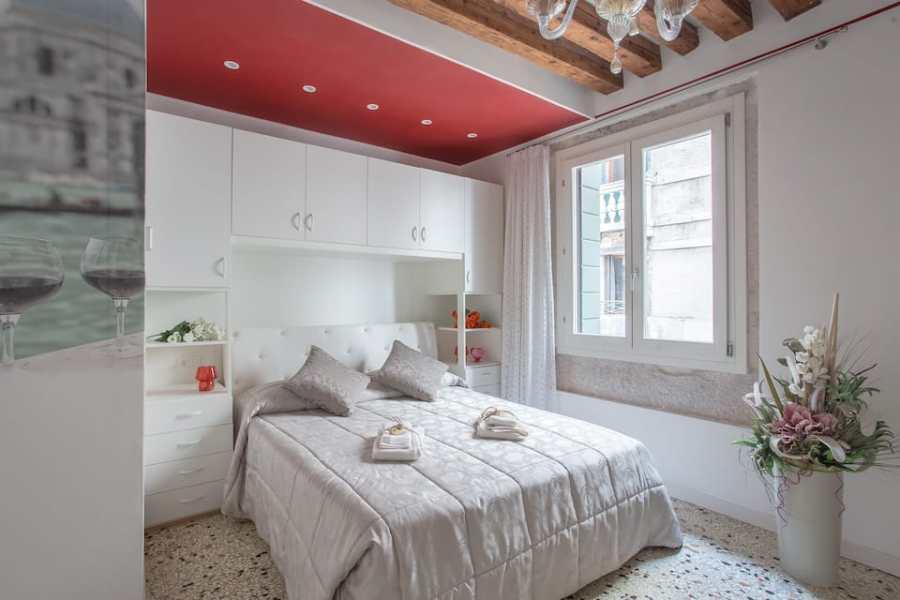 Bright Apartment Near Rialto Bridge