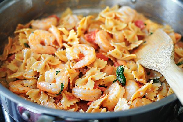 creamy-tomato-basil-lemon-shrimp-pasta-3
