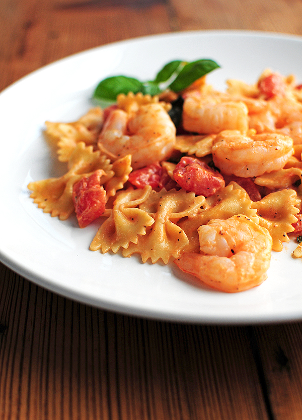 Creamy Lemon Pepper Shrimp and Pasta with Basil and Tomatoes