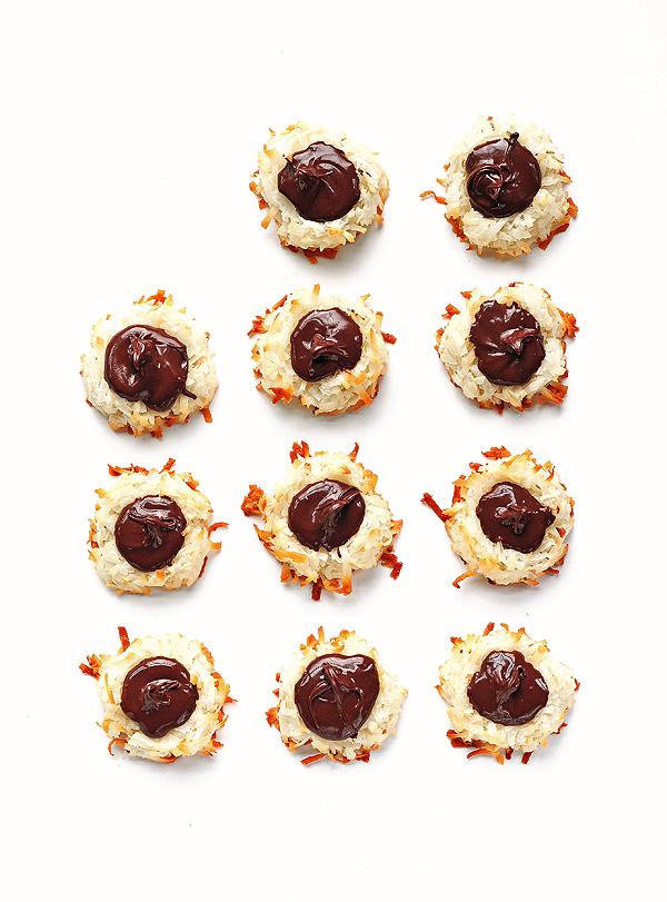 Chocolate Macaroons Recipe from SheWearsManyHats.com