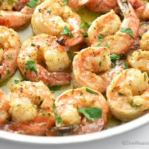 Easy baked garlic shrimp with parsley on top