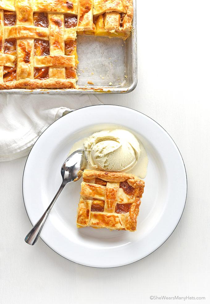 Easy Peach Slab Pie Recipe   shewearsmanyhats.com