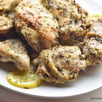 Easy Garlic Lemon Thyme Chicken Recipe | shewearsmanyhats.com