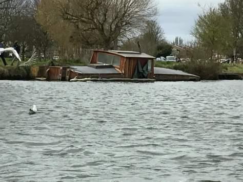 abandoned_boat_river_thames