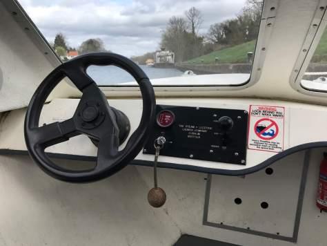 basic_controls_electric_day_cruiser_boat