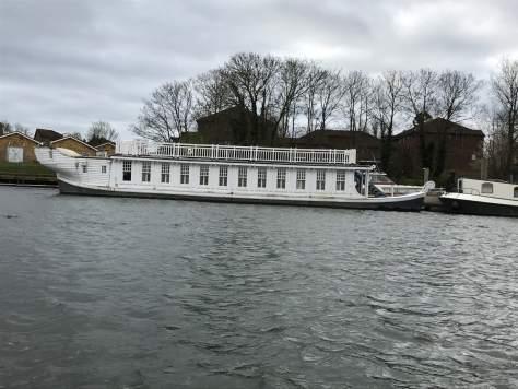 house_boat_river_thames