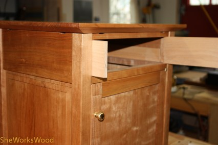 Fitting the drawer sides.
