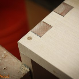 And I used bamboo sqewers to make sure the drawers stay together.
