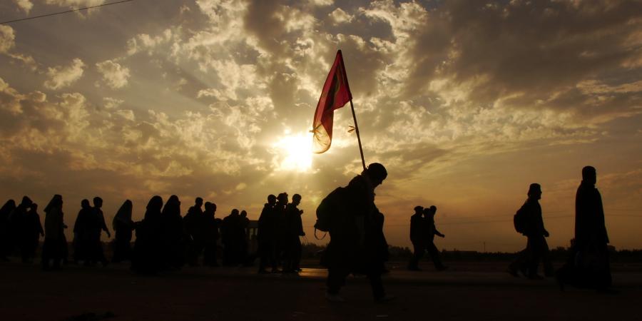 Паломники, идущие в Кербелу, чтобы посетить Имама Хусейна