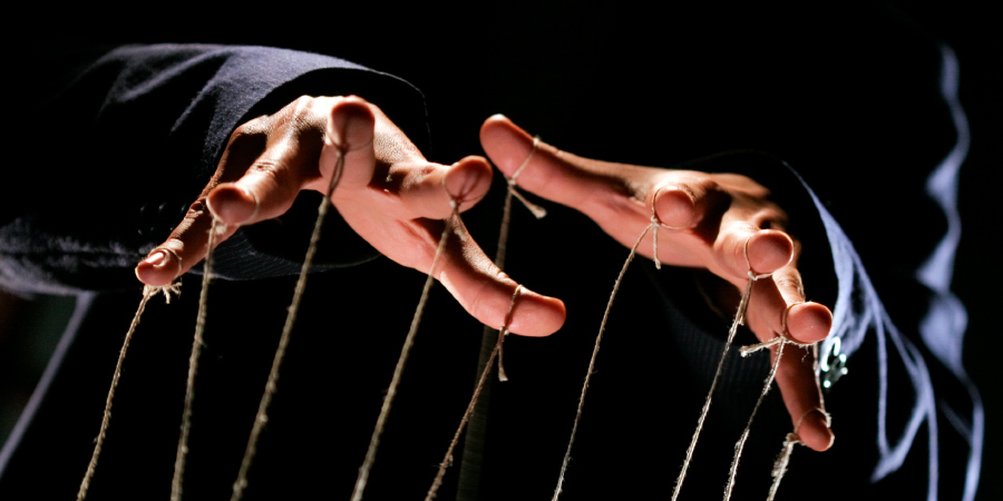 Кукловод, дёргающий за верёвочки