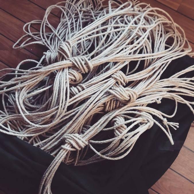 corde shibari en preparation