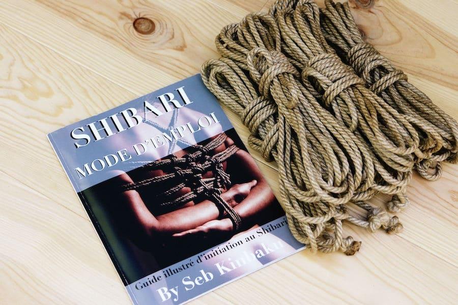 cordes et livre shibari by Seb Kinbaku