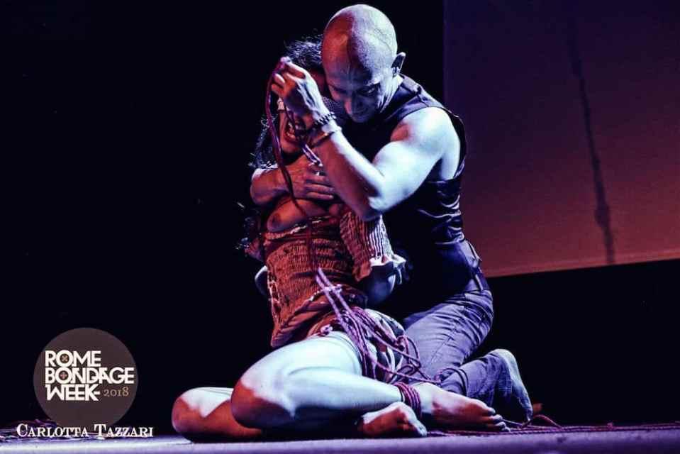 photo de la performance de bondage shibari au Rome Bondage Week 2018
