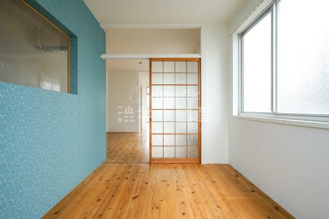 梅田チャリ10分、月額9万円の無垢1LDKで膝を強化する同棲生活。  
