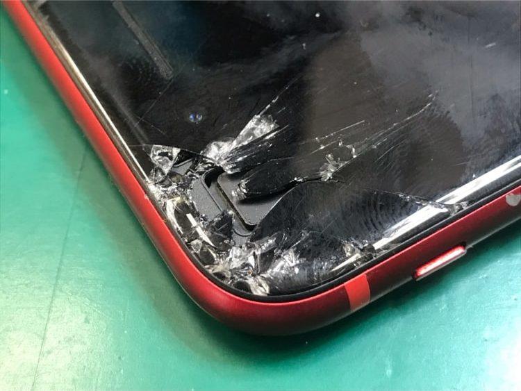 iPhone8左上ガラス欠け