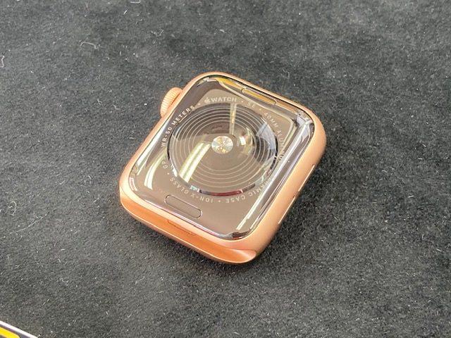 アップルウォッチSEをガラスコーティング