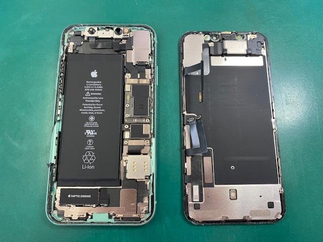 iPhone11のパネルを外した状態
