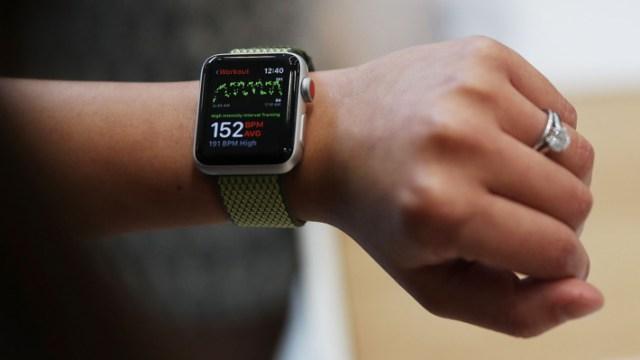 Apple Watch genç kızın hayatını kurtardı!