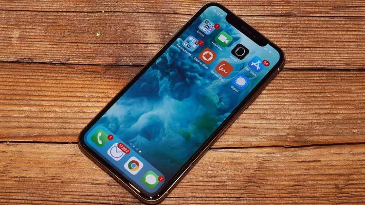 Ucuz iPhone X'in ekranı OLED'mi olacak?