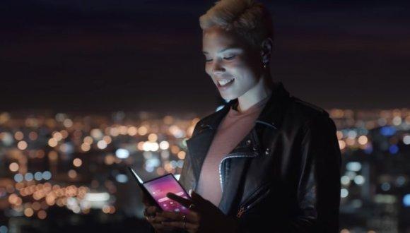 Samsung katlanabilir telefon tanıtım tarihi