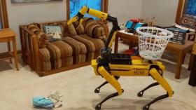 Boston Dynamics robotu Spot ev temizliğinde