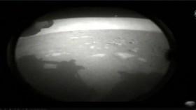 NASA aracı Mars'a indi! İşte tarihi görüntüler