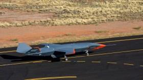 Boeing insansız savaş uçağını ilk kez uçurdu