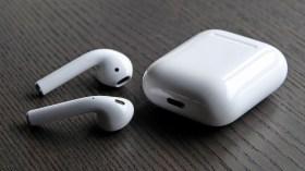 Apple kablosuz kulaklık pazarında rekabete direnemedi