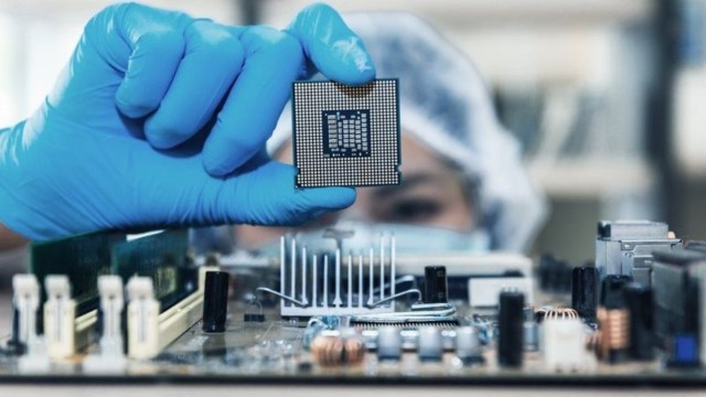 Intel CEO'sundan korkutan çip krizi açıklaması