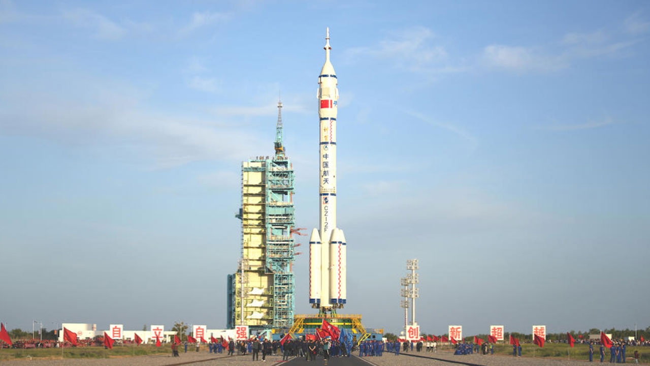 cin-uzay-gorevi-icin-uc-astronotu-tianheye-gonderdi