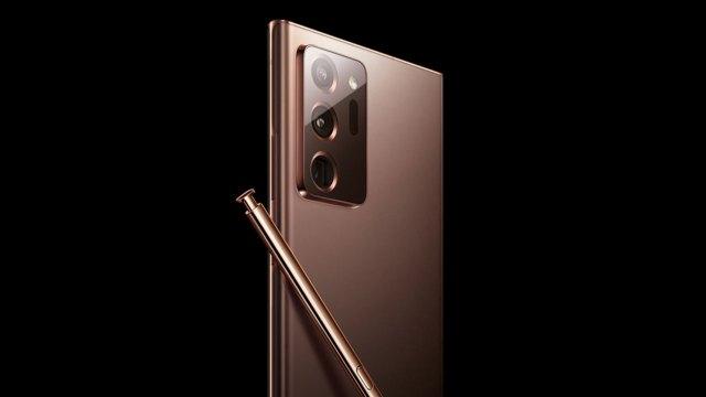 Samsung, akıllı telefon pazarında liderlik koltuğunu bırakmıyor
