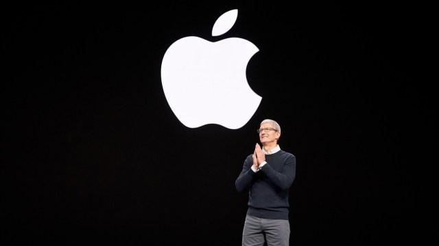 Apple CEO'su Tim Cook, prim alıyor