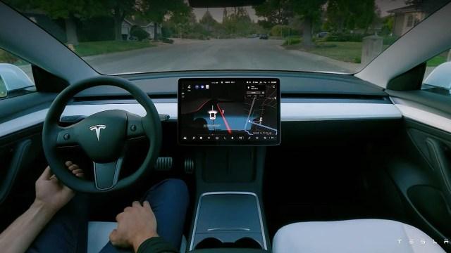 Tesla AI Day etkinliğinde Elon Musk'ın tanıttığı ürünler