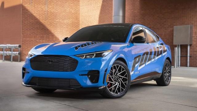 Ford Mustang 2022, polis aracına büründü!