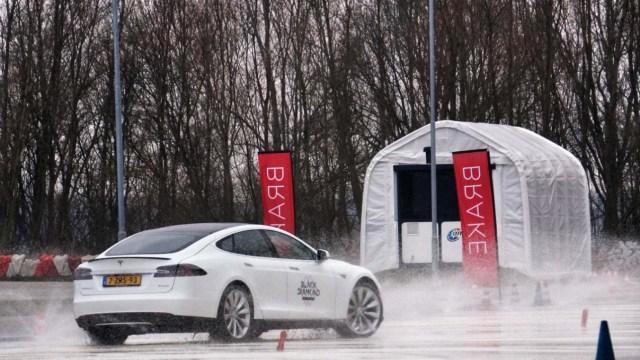 Tesla'dan aracı hasar alan Model S kullanıcısına ilginç teklif